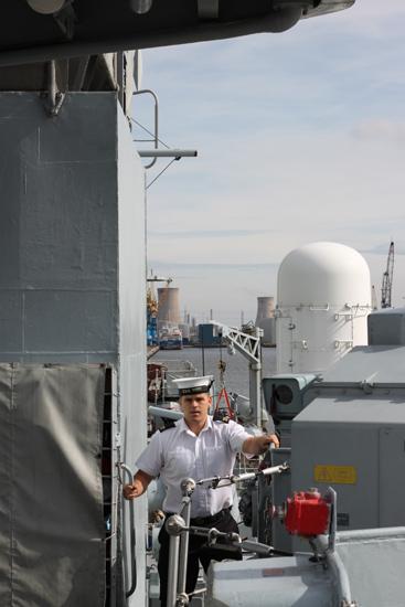 33-Navy_crewman