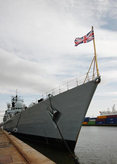 4-HMS_York_Bow